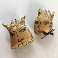 王と王妃ブローチ