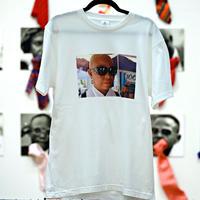 Unisex T-Shirt / W02(PRADAのメガネをつけた女性サプール・ ボディカラー=白)