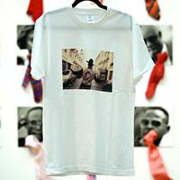 Unisex T-Shirt / W04(PARIS SAPEUR ROBY-02 ボディカラー=白)