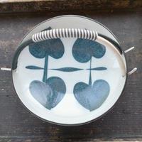 取っ手付きの絵付け皿(陶器)18cm