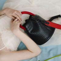 SAMO ONDOH / 23° Hannah bag - croc black(red handle)