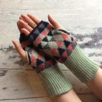 mittens (三角の模様のミトン)