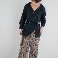 【即納/送料込】アシンメトリーVネックシャツ(ブラック)