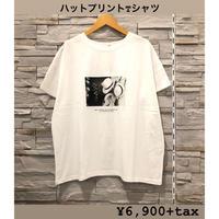 【CHIGNONSTAR(シニオンスター)】 ハットプリントのゆるシルエットTシャツ