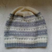 手編みのニット帽(white &gray)