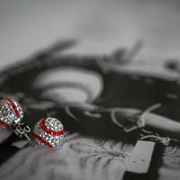 Mint&Silkスポーツシリーズ スワロフスキーの野球ピアス