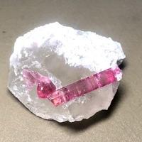 天然ピンクトルマリン水晶母岩付き原石  TOL-006