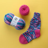 【完売】材料セット「フィンランドの糸で編むマルチカラーソックス」ポラリス