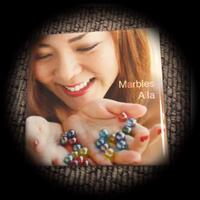 缶バッチ 40mm 正方形 Aila Marbles Ver 500円