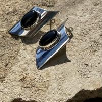 Onyx Curve Square silver pierce