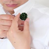 クラッチバッグwide ブラックと紙の花ブローチ ダークグリーン
