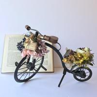 贈り物を届ける自転車オブジェ [C]