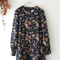 the last flower of the afternoon ザ ラスト フラワー オブ ジ アフタヌーン | さきだつ秋草 gather one-pieace dress | ネイビー