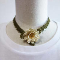 oya-neck4★イーネオヤ シルク糸で編む可憐なレース アクセサリー  (ばらの花)