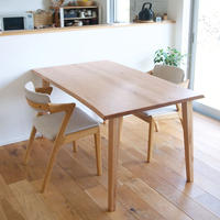 D143 クルミ材耳つきテーブル