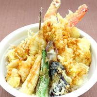 大海老と夏野菜の天丼 大海老の天婦羅や鱧、はまぐりの天婦羅と夏野菜の天婦羅の豪華な天丼です。