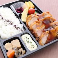 【チキン南蛮弁当】 鶏のもも肉1枚丸ごと揚げて、特製の南蛮ソースに漬けたボリューム感のあるお弁当です。