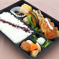 日本料理 浜風【豚角煮弁当】       10時間以上柔らかく煮込んだ『浜風』特製角煮の和食弁当です。