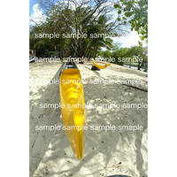 ハワイの黄色いカヤック  デジタル写真データ  Digital photo data
