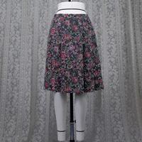 ゴブラン柄ローウエスト ソフトプリーツスカート (紺) D33N