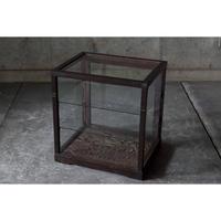 小ぶりな木枠ガラスショーケース