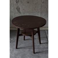 小ぶりな丸テーブル