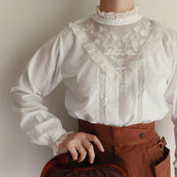 Euro Vintage Flower Embroidery Cotton Blouse