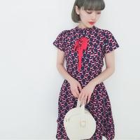 ジオメトリックタックハイネックドレス