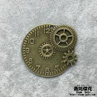 歯車付き時計風ペンダント素材 46mm x 43mm 金属製パーツ 商品番号T-0008