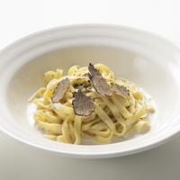 トリュフ専門店「Artisan de la truffe」の【フレッシュトリュフ付】クリームソースタリアテッレ 1食