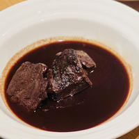 トリュフ専門店「Artisan de la truffe」の牛ホホ肉の赤ワイン煮込み1食