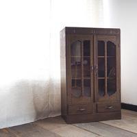 ガラス扉の戸棚