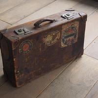 古い革トランク