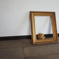 ゴールドの木製フレーム