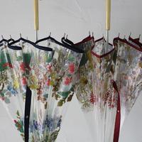 Everlasting Sprout エバーラスティングスプラウト 刺繍花柄プリントビニール雨傘 ♯ネイビー、レッド