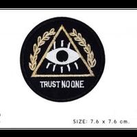 TRUST NO ONE ワッペン