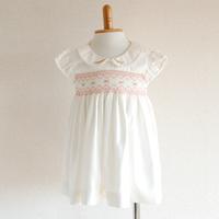 白の花柄スモッキング刺繍ワンピース(70cm)