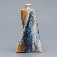 No.9:YOHEN Natural Ash Glaze Vase「窯変灰被花器(三角ひねり)」
