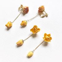 ミニ薔薇のピアス/イヤリング yellow