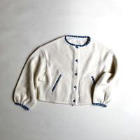 素朴なニットジャケット