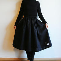 リネン・ギャザースカート 黒<白椿>