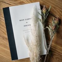 【秋の夜長のお供には、本とペンと愛くるしいノートブック】
