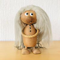 木製(白樺)の恥ずかしがり屋のトロール/Ulla -Britt Alkild