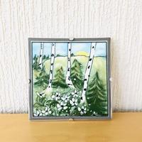 Arabia/アラビア/Helja  Liukko-Sundström/ヘルヤリウッコ-スンドストローム/陶板/白樺の根元に咲く可憐な白い花