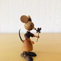 お花を持った木製のねずみちゃん/ヴィンテージ/Erzgebringe/エルツ工芸/9cm
