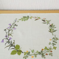 刺繍のセンタークロス/リネン/秋のお花柄