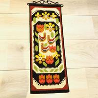北欧伝統手工芸品/トヴィスト刺繍/タペストリー/鳥さんとお花柄/67cm x 23cm