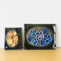 Jie Gantofta/ジィガントフタ/陶板/オレンジと黄色のヴィオラ/パープルとブルー系のヴィオラ/2枚セット