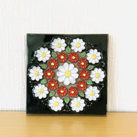Jie Gantofta/ジィガントフタ/陶板/マーガレットと小菊のお花/19cm x 19cm