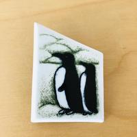 Arabia/アラビア/Helja Liukko Sundström/ヘルヤ リウッコ. スンドストローム/ペンギン夫婦の陶器のブローチ